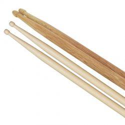 Foto: je 1 Paar Drumsticks Eiche und Hickory parallel nebeneinander liegende