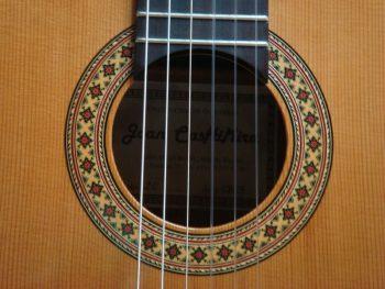 Foto: Joan Cashimira Modell 20 - Klassikgitarre - Ansicht Schallloch