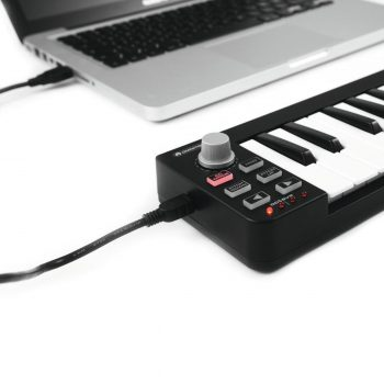 Foto: Midikeyboard Controller mit Laptop - Front