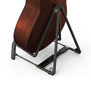 Foto: K&M Gitarrenstativ mit Instrument, schwarz - Rückseite