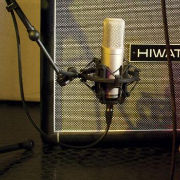 Foto: Mikrofon in Spinne vor Amp