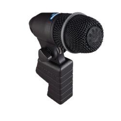 Foto: schwarzer konischer Mikrofonkörper mit schwarzem Korb über die Hälfte auf einer Halterung