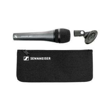 Foto: schwarzes konisches Mikrofon, Halterung und Transporttasche