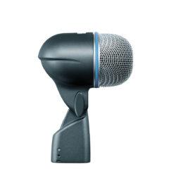 Foto: blaumetalic farbenes Mikrofon mit silbernem Korb in der Seitenansicht
