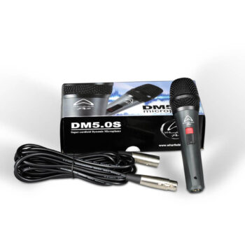 Foto: schwarzes konisches zylindrisches Mikrofon mit Schalter im Griff, Kabel und Verpackung