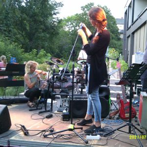 Bass- und Drum-Frau Aufbau